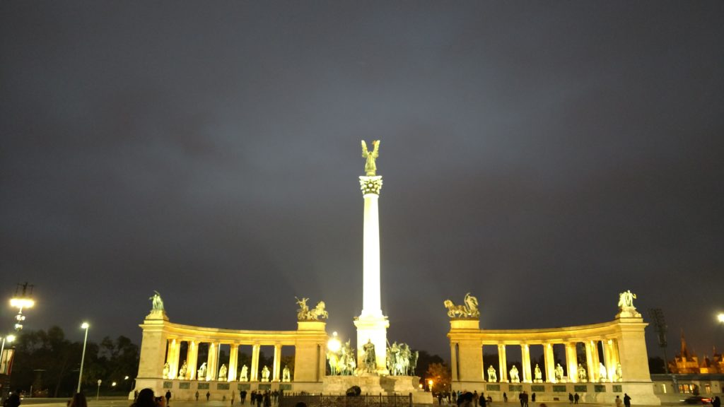 Heroes' Square - Wikipedia